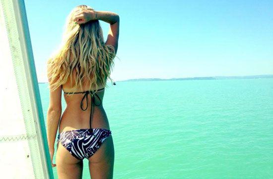 Iszak Eszti bikinis fotói