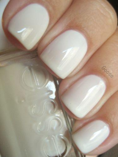 Körömtrendek 2013-ra: ezeket a színeket válaszd! - A hófehér manikűr így télen különösen ajánlott, de utána is bevállalható.