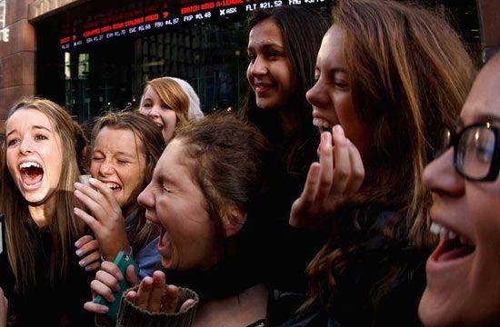 Ilyen az igazi One Direction tömeghisztéria - És most háromra mindenki!