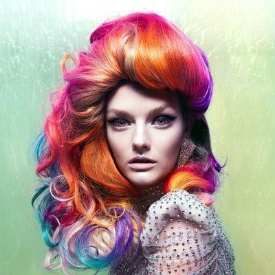 A 10 legjobb szivárvány-frizura, nem csak Halloweenra - Katty Perry is megirigyelhetné... mi talán parókaként, Halloweenra tudnánk elképzelni.