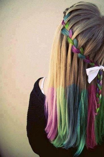 A 10 legjobb szivárvány-frizura, nem csak Halloweenra - Matematikai pontossággal színezett tincsek és fonatok...