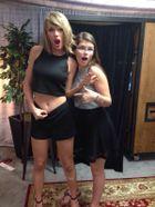Valójában ilyen Taylor Swift köldöke