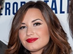Demi Lovato új piercinget villantott!