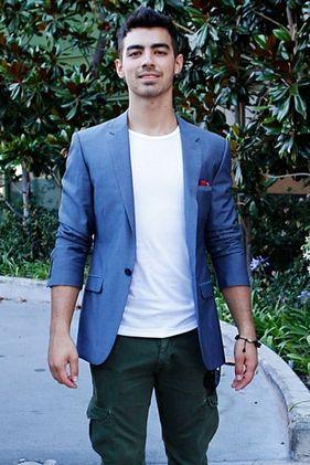 Joe Jonas duplán sokkol