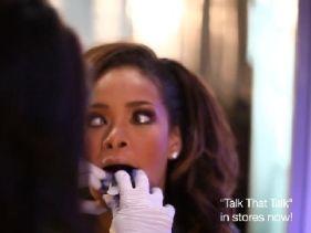 Rihanna fogszabályzót csináltat