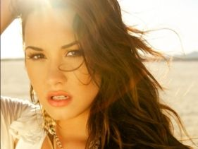 Demi Lovato elsírta magát