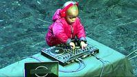 Hároméves DJ lett a világ új kedvence
